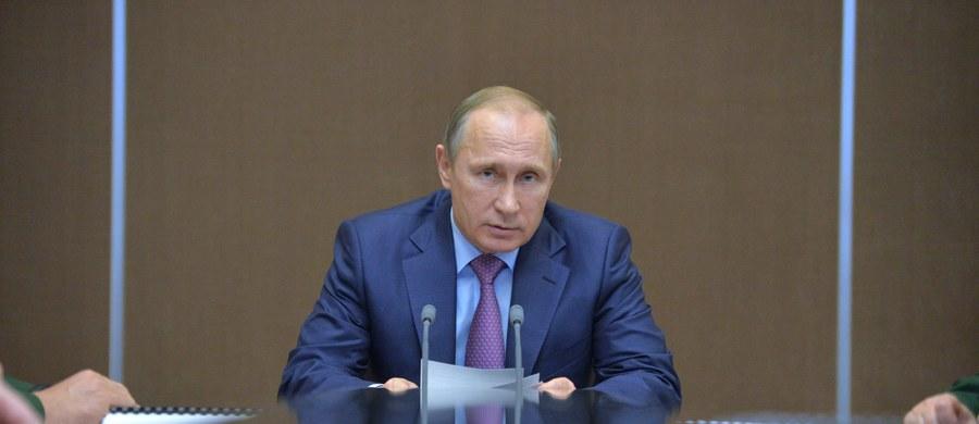 """Prezydent Rosji Władimir Putin oświadczył, że jego kraj nie da się wciągnąć w nowy """"wyścig zbrojeń"""". Jednocześnie ogłosił, że Rosja pracuje nad systemem rakietowym zdolnym do spenetrowania tarczy antyrakietowej planowanej przez USA."""
