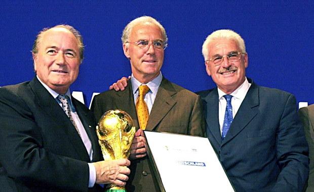 Zawieszony w związku z podejrzeniami korupcyjnymi prezydent Międzynarodowej Federacji Piłki Nożnej Joseph Blatter od kilku dni przebywa w szpitalu - poinformował jego rzecznik prasowy Klaus Stoehlker. Szczegóły stanu zdrowia Szwajcara nie są znane.