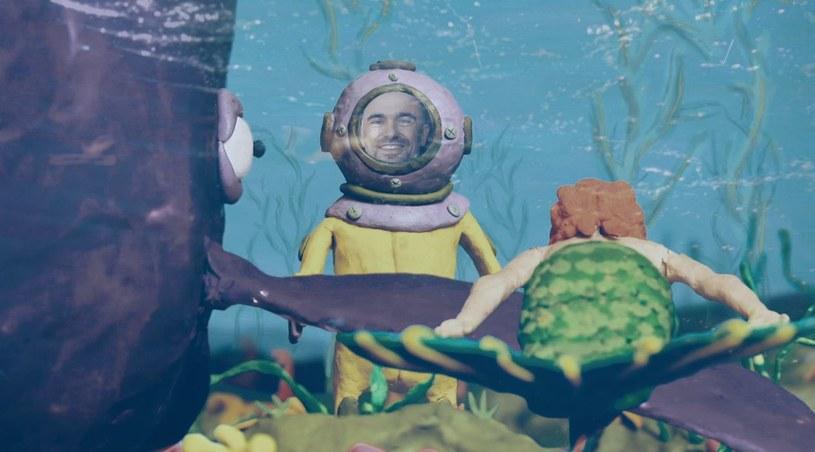 """""""Wieloryby i syreny"""" to nowy singel Michała Rudasia, zapowiadający EP-kę, która ukaże się na początku 2016 roku. Wokalista kojarzony z gatunkami world music i etno tym razem prezentuje utwór w zupełnie innym klimacie."""