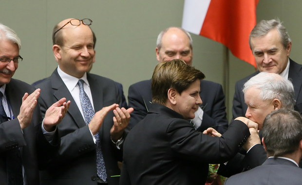 O odwołanie szefów wojskowych i cywilnych służb specjalnych wniosła premier Beata Szydło. Sejmowa komisja ds. służb specjalnych wydała pozytywną opinię w tej sprawie.