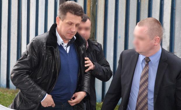 Jan Bury nie przyznał się do postawionych mu przez Prokuraturę Apelacyjną w Katowicach sześciu zarzutów korupcyjnych. Wcześniej jego adwokat Karolina Margulewicz-Fortuna zapewniała, że polityk nie unikał wymiaru sprawiedliwości. Polityk został zatrzymany wczoraj przez CBA.