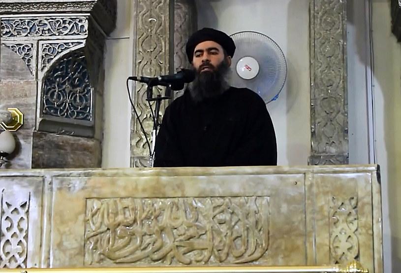 89 ofiar pochłonął zamach na koncercie w hali widowiskowej Bataclan. To pierwszy atak islamskich terrorystów, kiedy to celem stał się obiekt ściśle związany z muzyką. Jednak fakt, iż pierwszy raz zaatakowano na koncercie, nie oznacza, że radykalni islamiści dopiero teraz postanowili wyplenić muzykę z ich obrazu idealnego świata. Próby zostały podjęte już dawno temu.
