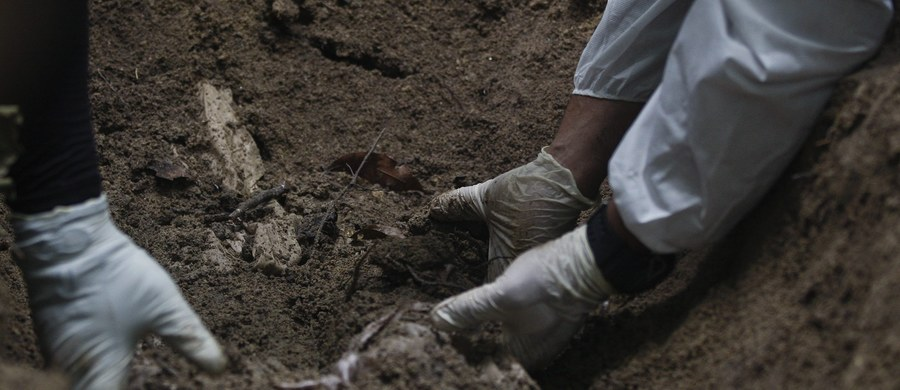 Ponad 90 straciło życie w wyniku osunięcia się ziemi w pobliżu kopalni jadeitu w stanie Kaczin w północnej Birmie. Trwają poszukiwania kolejnych 100 osób.