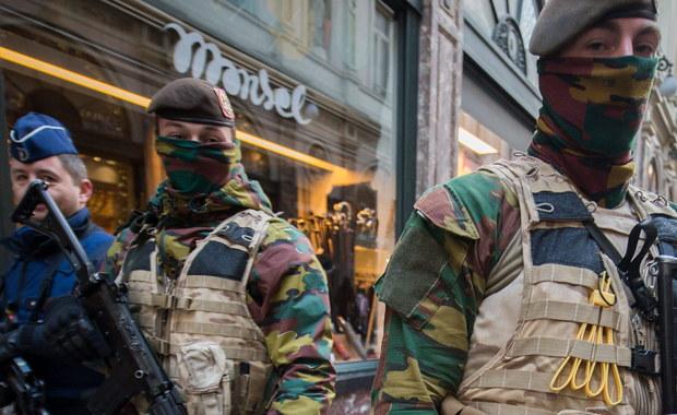 """Współpracownik Jihadi Johna - terrorysty z Londynu, który na terenach zajętych przez Państwo Islamskie obcinał głowy zakładnikom - uciekł do Brukseli - podaje dziennik """"Daily Telegraph"""" na swoich stronach internetowych. Mężczyzna, którego służby specjalne określają tylko inicjałami CF, zniknął po tym, gdy 9 dni temu w amerykańskim nalocie zginął Jihadi John."""