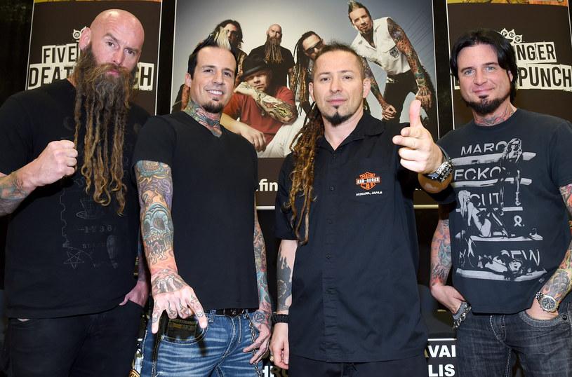 Po informacjach o potencjalnych zamach w Europie, które udostępnili w sieci hakerzy z grupy Anonymous, grupy Five Finger Death Punch i Papa Roach postanowiły odwołać swój występ w Mediolanie.