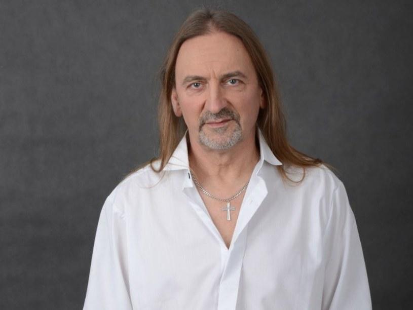 """Legenda polskiego rocka, Marek Piekarczyk będzie gościem specjalnym w dwóch przedstawieniach widowiska """"Symphonica"""" w Katowicach w lutym 2016 r."""