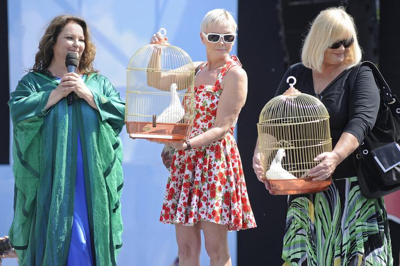 Na żądanie Danuty Grechuty, wdowy po Marku Grechucie, Anna Dymna musi usunąć imię i nazwisko nieżyjącego wokalisty z nazwy organizowanego przez siebie Festiwalu Zaczarowanej Piosenki.