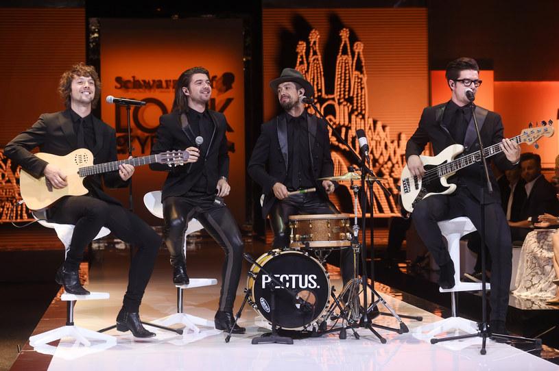 """W tym roku zespół Pectus obchodzi dziesięciolecie swojego istnienia i m.in. z tej okazji muzycy nagrali album """"Kobiety"""". Na płycie znalazło się dziesięć duetów z polskimi artystkami. Jedną z nich jest Irena Santor, z którą na scenie """"Dzień Dobry TVN"""" zespół wykonał utwór """"Walc en face""""."""