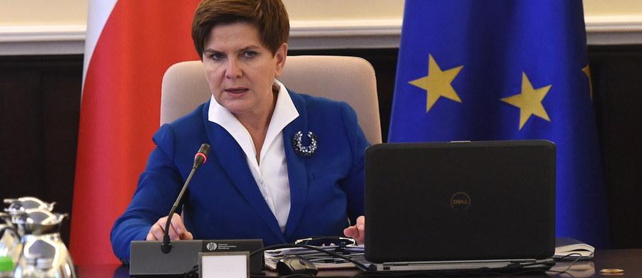 Rada Ministrów przedłoży nowy projekt, w którym będziemy chcieli ująć również te zadania priorytetowe, o których mówiłam w expose i które mieszczą się w naszym programie - zapowiedziała premier Beata Szydło po wtorkowym posiedzeniu rządu.