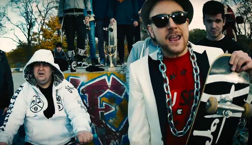 """""""Deskorolka jest najlepsza"""" to drugi  klip artysty ukrywającego się pod pseudonimem Kieru. W teledysku, który promuje mixtape """"Swag Punk"""" gościnnie wystąpił Wini."""