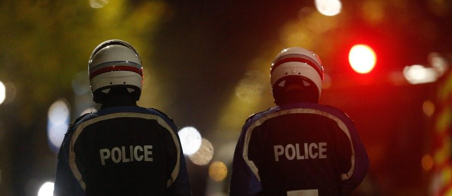 Policja uwolniła troje zakładników, których ok. 4 godzin przetrzymywano w Roubaix na północy Francji. Jeden z napastników został zabity podczas interwencji policji - poinformowała agencja AFP, powołując się na lokalne władze.