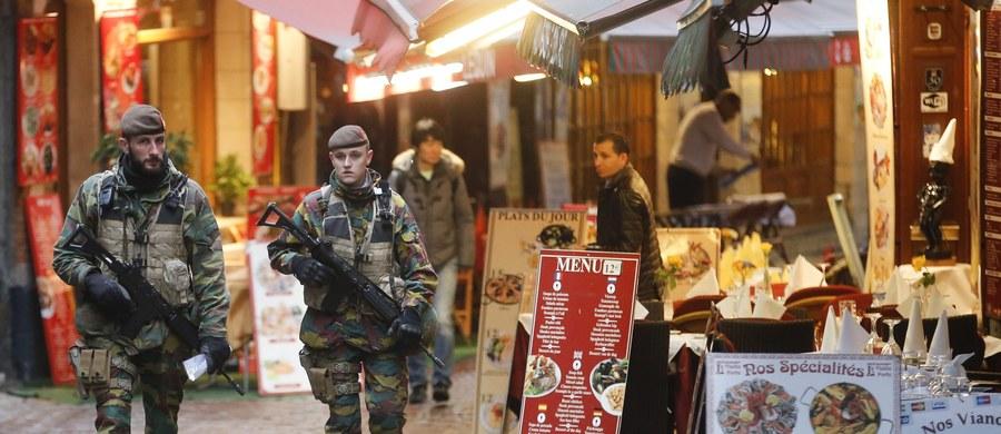 To już piąty dzień obowiązywania w Brukseli najwyższego poziom alertu antyterrorystycznego. Szkoły są już jednak otwarte i stopniowo zaczyna działać metro. Na ulice wysłano dodatkowo pół tysiąca policjantów. Czy Bruksela budzi się do życia i zaczyna być choć trochę normalnie?