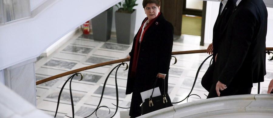 Premier Beata Szydło weźmie udział w niedzielnym szczycie UE - Turcja poświęconym migracji. Taką informację przekazała rzeczniczka rządu Elżbieta Witek. W poniedziałek szefowa rządu uda się do Paryża, gdzie rozpocznie się konferencja klimatyczna. Będzie to pierwsza wizyta zagraniczna Szydło.