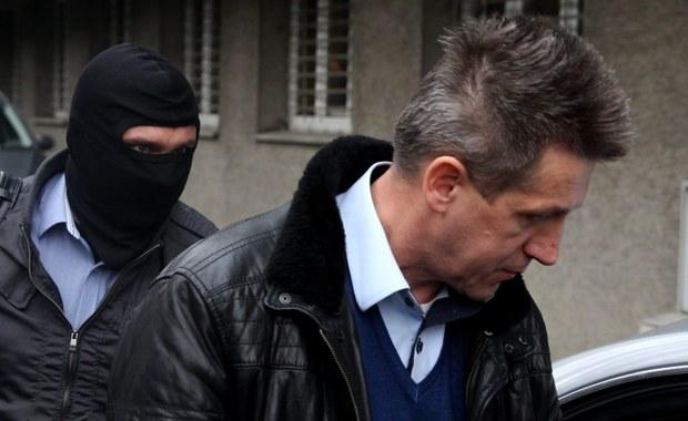 Katowicka prokuratura złożyła zażalenie na decyzję sądu rejonowego, który odmówił aresztowania byłego posła PSL Jana Burego, podejrzanego o korupcję. Według śledczych tylko aresztowanie polityka może zabezpieczyć prawidłowy tok postępowania.