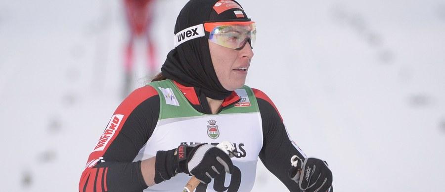 Justyna Kowalczyk odpadła już w ćwierćfinale sprintu techniką klasyczną w fińskim Kuusamo. Ostatecznie została sklasyfikowana na 29. pozycji. Triumfowała Norweżka Maiken Caspersen Falla. Były to pierwsze zawody narciarskiego Pucharu Świata 2015/16.