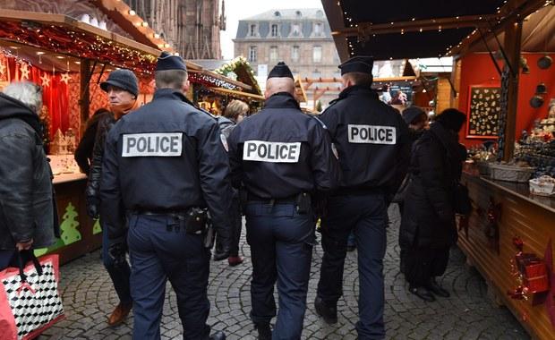 Większość francuskich dzieci nie dostanie w tym roku pod choinkę plastikowych karabinów automatycznych, pistoletów i granatów. Po serii zamachów terrorystycznych w Paryżu z powodów bezpieczeństwa zostały one wycofane ze sprzedaży przez wielkie sieci sklepów z zabawkami i supermarketów.