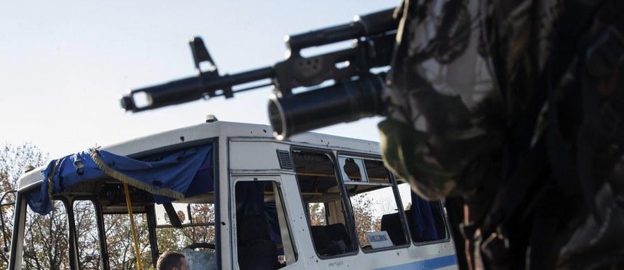 """Dwóch żołnierzy w mundurach rosyjskich wojsk wewnętrznych zatrzymano po ukraińskiej stronie granicy z Rosją w obwodzie ługańskim. Mężczyźni przeszli przez granicę nielegalnie i oświadczyli ukraińskiej straży granicznej, że stało się to """"przez przypadek""""."""