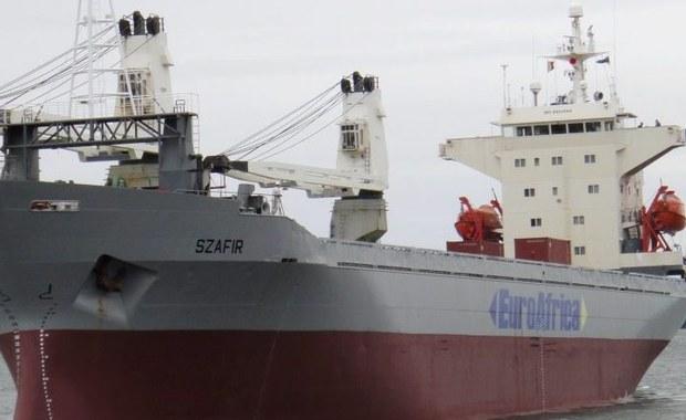 """Do południa do resortu gospodarki morskiej i żeglugi śródlądowej nie dotarły żadne nowe informacje nt. losów polskich marynarzy porwanych u wybrzeży Nigerii - poinformował szef tego resortu Marek Gróbarczyk. Jak dodał, według informacji przekazanych mu w piątkowy wieczór przez kierownictwo armatora statku - szczecińskiej firmy Euroafrica, na jednostkę dotarli piloci i odprowadzają ją do portu. """"Nie dostałem informacji, jaki to port - tylko tyle, że to port marynarki wojennej w Nigerii"""" - podał Gróbarczyk."""