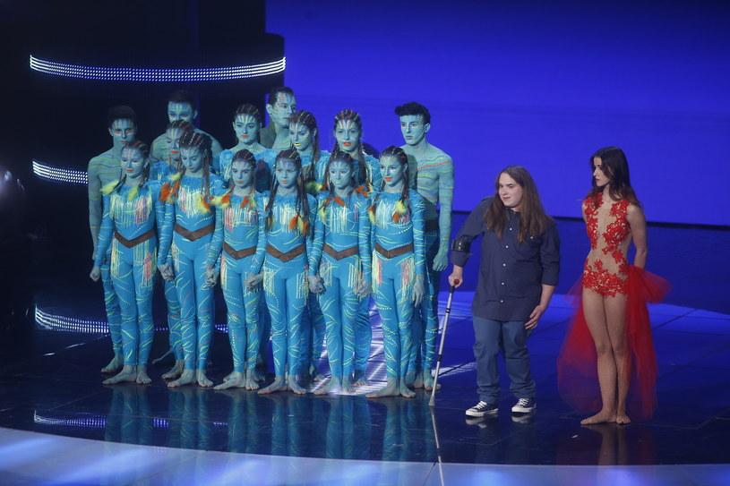 """Ósma edycja """"Mam talent"""" dobiegła końca. Zwycięzcą programu została Aleksandra Kiedrowicz. Na podium znaleźli się także Kamil Czeszel oraz zespół Acro Team Silesia."""
