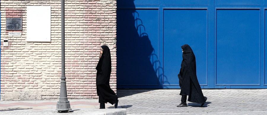 Po raz pierwszy w historii Arabii Saudyjskiej kobiety będą mogły skorzystać z biernego i czynnego prawa wyborczego. Głosowanie mające na celu wyłonienie samorządu terytorialnego odbędzie się 12 grudnia. Kampania przedwyborcza rozpoczyna się dziś.