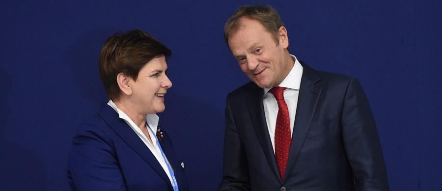 """Premier Beata Szydło i szef Rady Europejskiej Donald Tusk spotkali się w Paryżu na marginesie szczytu COP21 poświęconego ochronie klimatu. Rozmowa trwała około godziny. """"Dobre spotkanie z polską premier Beatą Szydło (…)"""" - napisał później na Twitterze przewodniczący RE."""