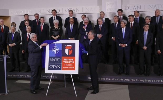 W Kwaterze Głównej NATO w Brukseli Minister Spraw Zagranicznych Witold Waszczykowski oraz Sekretarz Generalny NATO Jens Stoltenberg odsłonili logo Szczytu NATO, który odbędzie się 8 i 9 lipca 2016 w Warszawie. Zawiera ono między innymi kubistyczne przedstawienie warszawskiej syrenki.
