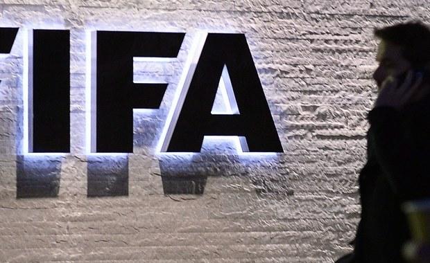 """Nad ranem szwajcarska policja aresztowała w Zurychu kolejnych ważnych działaczy FIFA. Wśród zatrzymanych znaleźli się między innymi: Juan Angel Napout - prezydent CONMEBOL i Alfredo Hawit - prezydent CONCACAF. O dalszym ciągu afery korupcyjnej w światowym futbolu szeroko informuje amerykański """"New York Times""""."""