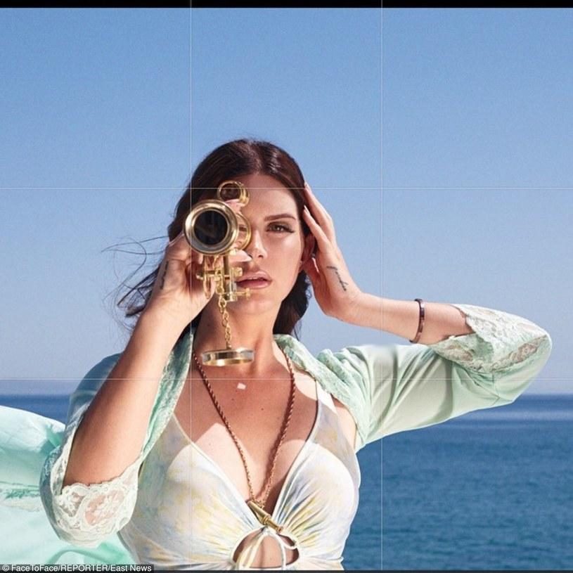 Lana Del Rey zakupiła posiadłość w Malibu, aby uciec przed wścibskimi fanami. Niestety jeden z nich włamał się do jej domu. Mężczyzna został zatrzymany przez policję.