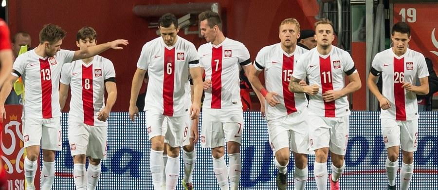 Reprezentacja Polski zanotowała kolejny awans, tym razem z 38. na 34. miejsce, w rankingu Międzynarodowej Federacji Piłkarskiej (FIFA). Pierwszą pozycję na koniec roku utrzymała Belgia, natomiast nowym wiceliderem jest wicemistrz świata Argentyna.