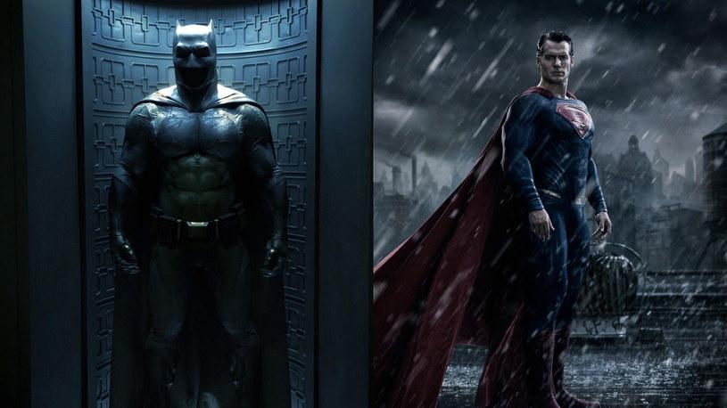 """Pojawił się nowy zwiastun oczekiwanej superprodukcji """"Batman V Superman: Świt sprawiedliwości"""". Możemy w nim zobaczyć spotkanie Bruce'a Wayne'a z Clarkiem Kentem. Obraz w reżyserii Zacka Snydera trafi do kin 1 kwietnia 2016."""