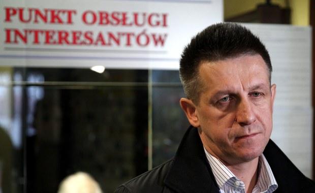 Jan Bury nie zostanie tymczasowo aresztowany w związku z zarzutami korupcyjnymi - zdecydował Sąd Okręgowy w Katowicach. Nie uwzględnił tym samym zażalenia prokuratury na wcześniejszą decyzję sądu rejonowego w sprawie byłego posła Polskiego Stronnictwa Ludowego.