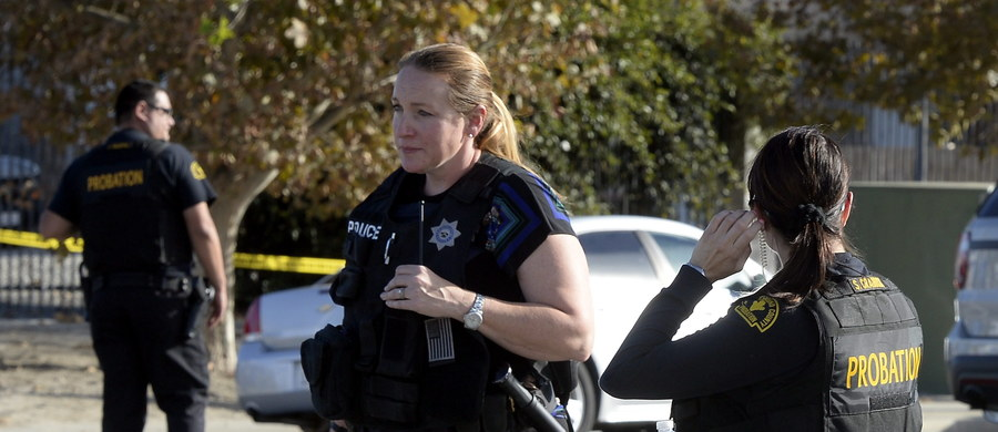 12 uzbrojonych bomb rurowych i aż 4,5 tysiąca sztuk amunicji - taki arsenał znalazła policja w domu dwojga napastników, którzy w ośrodku pomocy osobom niepełnosprawnym w San Bernardino w Kalifornii zabili 14 osób a 17 zranili. Ameryka jest w szoku - trwa ustalanie, czy sprawcy masakry mieli jakikolwiek związek z organizacjami terrorystycznymi.