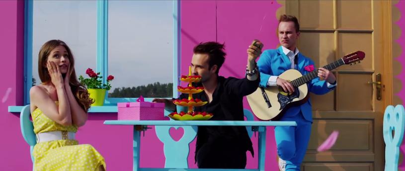 """Teledysk """"Kamień z napisem LOVE"""" grupy Enej zebrał najwięcej głosów od internautów i to właśnie tej formacji przypadnie Yach Internautów na gali 24. Festiwal Polskich Wideoklipów Yach Film 2015."""