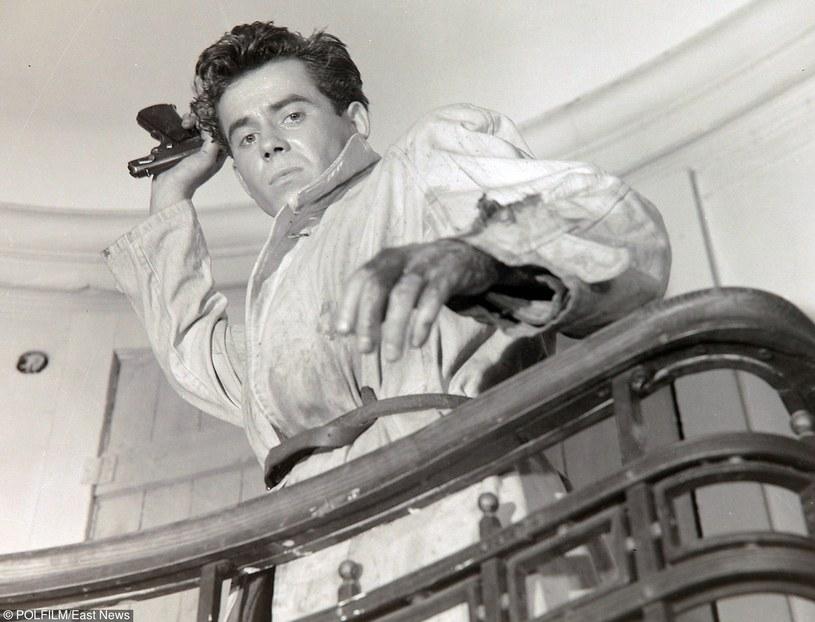 - Był prekursorem aktorstwa filmowego - mówił o nim Andrzej Wajda. Grał wspaniale. Tadeusz Janczar miał aparycję hollywoodzkiego amanta. Niestety, wojenne wspomnienia wywarły wpływ na jego psychikę.