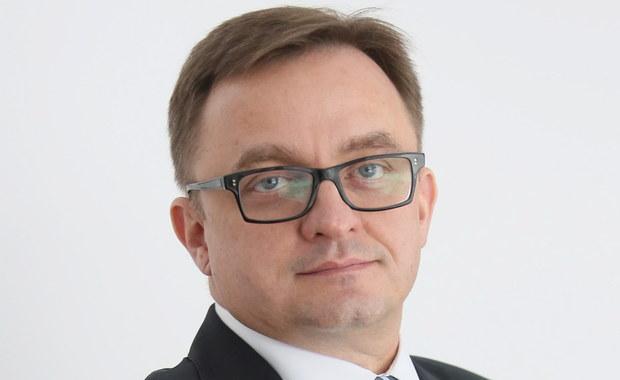 Rada Nadzorcza PZU powierzyła Dariuszowi Krzewinie tymczasowo pełnienie obowiązków prezesa zarządu od 10 grudnia 2015 r. do czasu powołania kolejnego prezesa. Krzewina zastąpi Andrzeja Klesyka, który wczoraj złożył rezygnację.