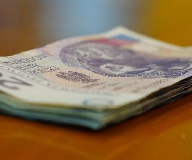 """PiS chce obniżyć wiek emerytalny. Opozycja mówi o """"krachu systemu"""""""