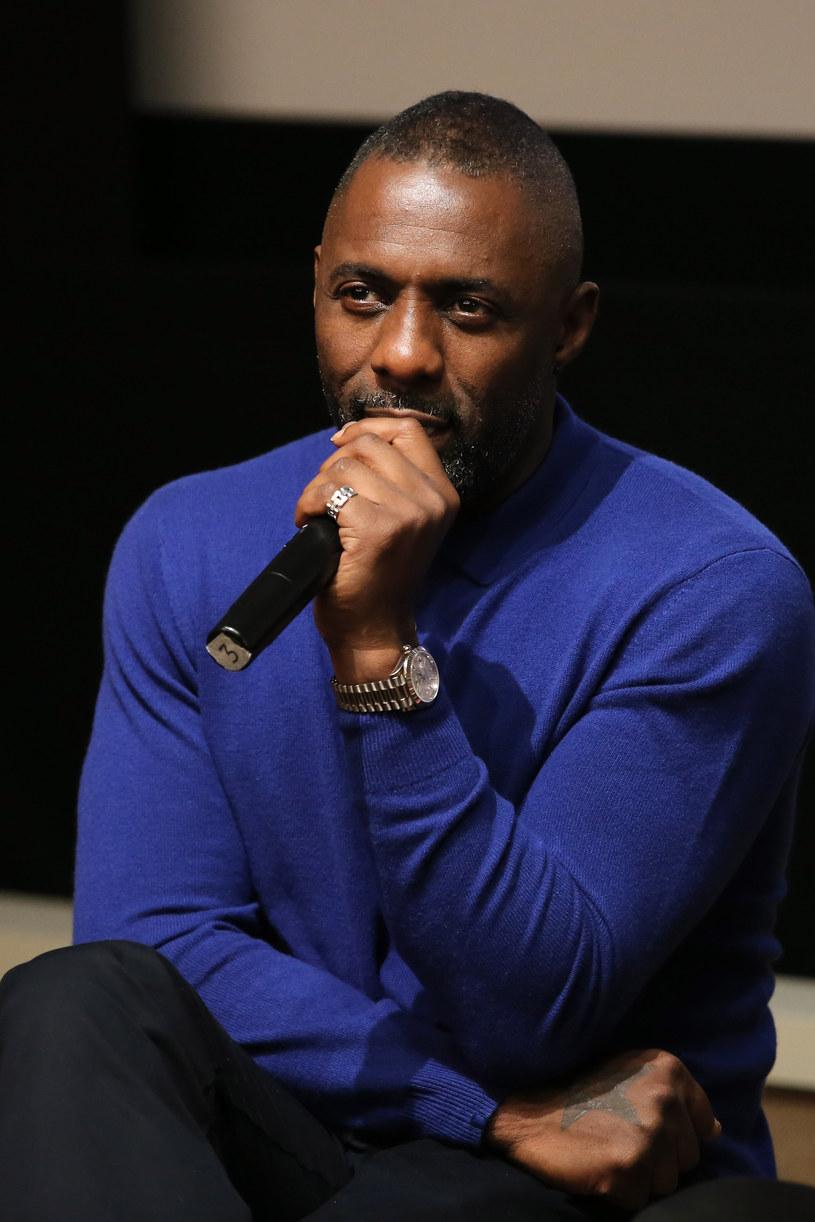 """Według doniesień, brytyjski aktor Idris Elba ma znaleźć się w obsadzie ekranizacji cyklu powieści Stephena Kinga """"Mroczna wieża""""."""