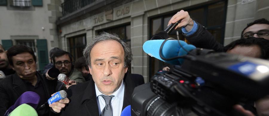 Michel Platini nie będzie uczestniczył w losowaniu grup Euro 2016 w Paryżu. Sąd Arbitrażowy do spraw sportu utrzymał w mocy 90-dniowe zawieszenie szefa UEFA, podejrzanego o korupcję.