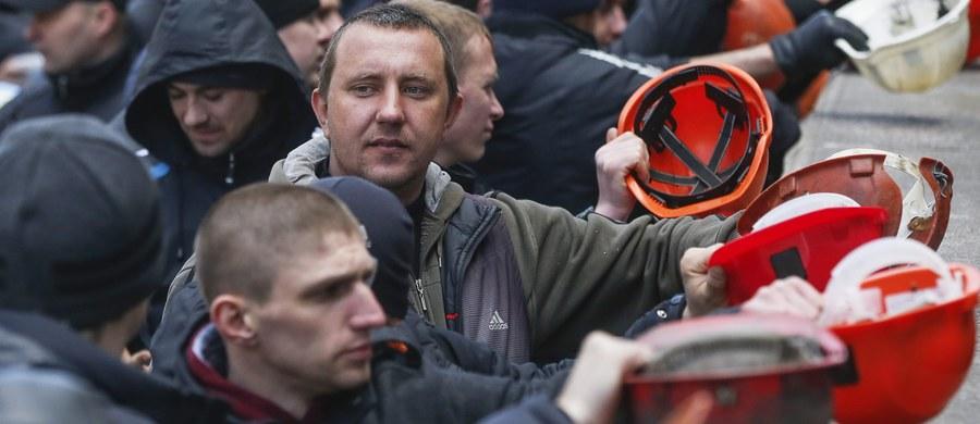 Około 250 górników zablokowało drogę do przejścia granicznego w Jagodzinie na Wołyniu na północnym-wschodzie Ukrainy. Z tego powodu samochody nie mogły wjechać do Polski. Akcja trwała kilka godzin. Górnicy domagali się od rządu w Kijowie wypłaty zaległych wynagrodzeń.