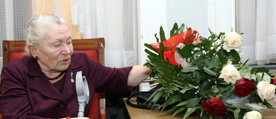 """13 grudnia największej sali w gmachu Kancelarii Prezesa Rady Ministrów nadane zostanie imię legendy Solidarności Anny Walentynowicz - poinformowała rzeczniczka rządu Elżbieta Witek. """"To jest historyczna data i jednocześnie osoba, która wpisuje się w nurt walki niepodległościowej i jak najbardziej na to zasługuje"""" - podkreśliła."""