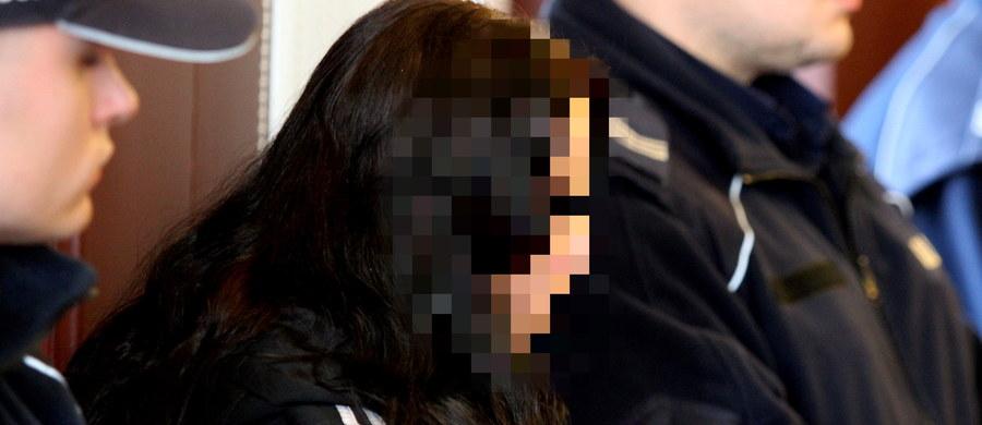 Przed Sądem Apelacyjnym w Katowicach rozpoczęła się rozprawa odwoławcza ws. śmierci niespełna 2-letniego Szymona z Będzina. Dziecko zmarło w lutym 2010 roku w wyniku obrażeń doznanych po uderzeniu w brzuch. Jego ciało rodzice porzucili w stawie w Cieszynie.