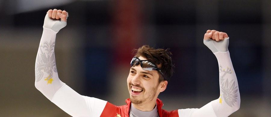 Artur Waś zajął czwarte miejsce w biegu na 500 metrów podczas zawodów Pucharu Świata łyżwiarzy szybkich w Heerenveen. Zwyciężył Rosjanin Paweł Kuliżnikow. W biegu drużynowym Zbigniew Bródka, Konrad Niedźwiedzki i Jan Szymański osiągnęli szósty czas.
