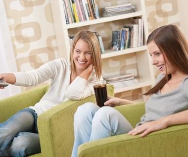 Savoir-vivre: Kawa z telewizorem