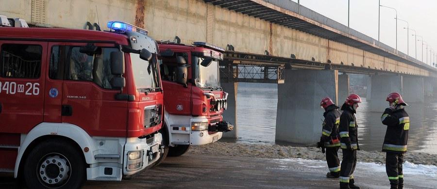 Prokuratura umorzy śledztwo w sprawie pożaru stołecznego Mostu Łazienkowskiego - dowiedział się reporter RMF FM. Śledczy zdecydowali właśnie o zamknięciu postepowania. Decyzja ma zapaść wkrótce.
