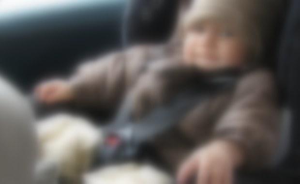 Policjanci w Nysie na Opolszczyźnie dostali sygnał od zaniepokojonych świadków, że w samochodzie na parkingu przy galerii handlowej jest zamknięte dziecko. Było samo, bo mama w tym czasie robiła zakupy.