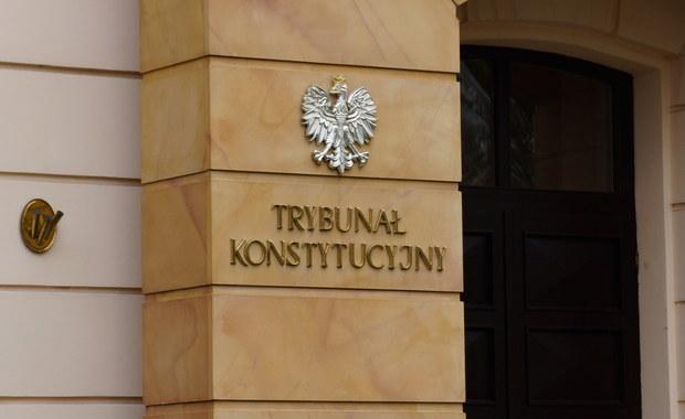 """Byli prezydenci, premierzy i marszałkowie Sejmu i Senatu napisali list otwarty ws. """"podważania autorytetu i niezależności Trybunału Konstytucyjnego"""". Dziś prokuratura wszczęła śledztwo w sprawie """"zaniechania"""" publikacji wyroku Trybunału z 3 grudnia."""