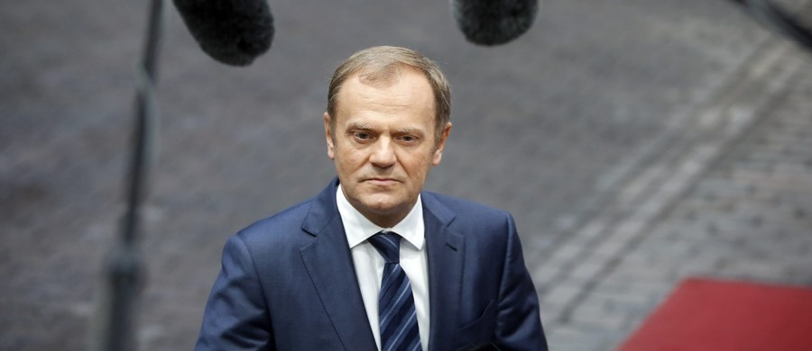 """Były premier Polski, a obecnie przewodniczący Rady Europejskiej Donald Tusk ostrzegł przed utratą przez Polskę jej dobrej reputacji, którą - jak ocenił - budowano przez 25 lat. To reakcja na słowa szefa Parlamentu Europejskiego, który stwierdził, że wydarzenia w Polsce """"mają charakter zamachu stanu""""."""
