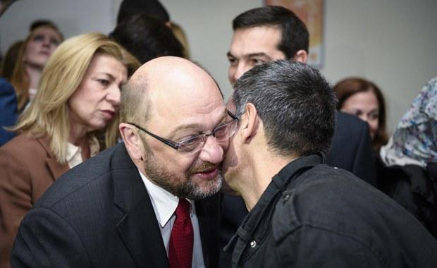 """Kapo w filmie o obozie koncentracyjnym – w takiej roli obecnego szefa Parlamentu Europejskiego Martina Schulza  obsadził kiedyś złośliwie były już szef włoskiego rządu Silvio Berlusconi. Słowo """"capo"""" po włosku znaczy """"szef"""", więc gdyby odrzeć je z lagrowego kontekstu, Schulza nie obraża; ale w polszczyźnie jest też wyraz """"kapować"""", a to już inna  historia."""