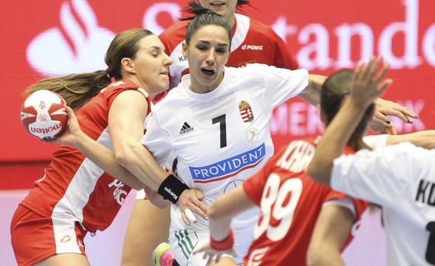 Polki zagrają w ćwierćfinale mistrzostw świata w piłce ręcznej! Nasze reprezentantki pokonały Węgierki 24:23. W środę zmierzą się z Rosjankami, które w poniedziałek wygrały w Kolding z Koreą Południową 30:25 (16:13).