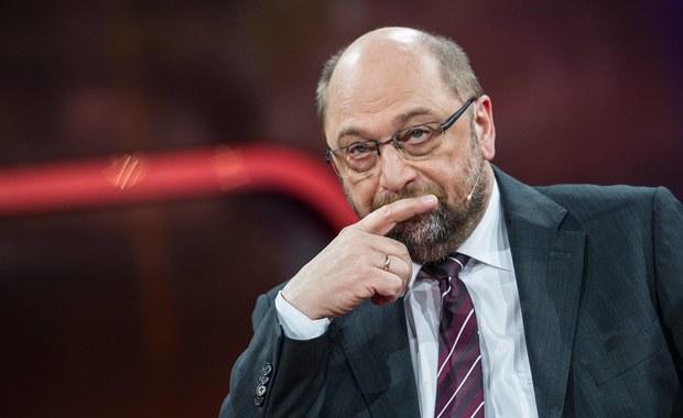 """Nie będzie na razie noty protestacyjnej w sprawie wypowiedzi szefa europarlamentu Martina Schulza dotyczącej rzekomego """"zamachu stanu"""" w Polsce. Ambasador Polski przy Unii Unii Europejskiej jest natomiast umówiony na osobistą rozmowę z tym niemieckim politykiem w najbliższy czwartek. Tymczasem Giacomo Fassina z biura prasowego szefa PE tłumaczy, że słowa Martina Schulza na temat sytuacji w naszym kraju """"nie były osądem, ale wyrazem zaniepokojenia o zasadę trójpodziału władzy""""."""